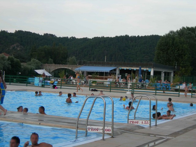 baignade et plaisirs de l eau ot des sucs aux bords de On piscine yssingeaux