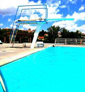 Plongeoir piscine extérieure - Pays des sucs